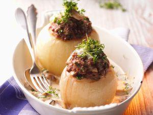 Gefüllte Zwiebeln mit Champignon-Sahne-Sauce Rezept