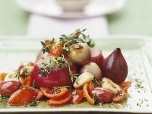 Gegarte rote Zwiebeln mit Tomaten Rezept
