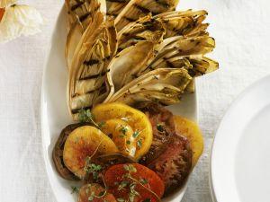 Gegrillte Chicorée mit Tomatensalat Rezept