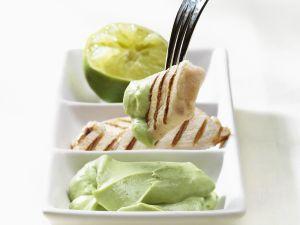 Gegrillte Geflügelstücke mit Avocadocreme Rezept