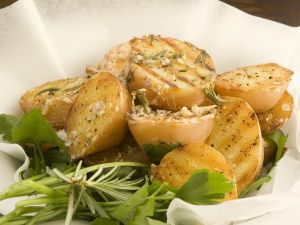 Gegrillte Kartoffeln mit Kräutern Rezept