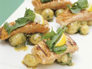 Gegrillte Lachsschnitten mit Kartoffeln Rezept