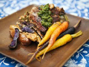 Gegrillte Lammkoteletts mit gebackenem Gemüse und Minzpesto Rezept