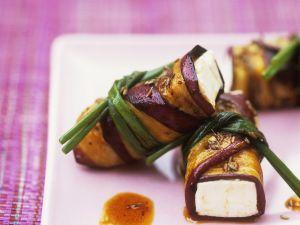 Gegrillte marinierte Auberginen mit Frischkäse-Füllung Rezept