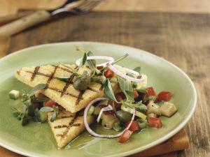 Gegrillte Polentaschnitten mit sommerlichem Gemüse Rezept