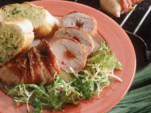 Gegrillte Speck-Hähnchenrouladen mit Johannisbeerfüllung Rezept