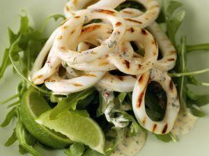 Gegrillte Tintenfischringe mit Rucola Rezept
