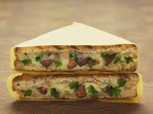 Gegrillte Toasts mit Pfifferlingen und Käse Rezept