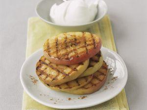 Gegrillter Apfel mit Quark Rezept