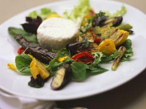 Gegrillter Gemüsesalat mit Ziegenkäsetaler Rezept