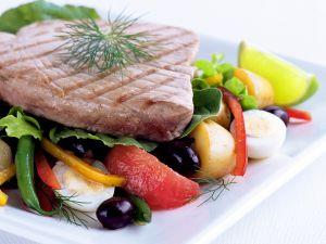 Gegrillter Thunfisch mit Gemüsesalat Rezept