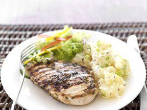 Gegrilltes Hähnchenfilet mit Kartoffelsalat Rezept