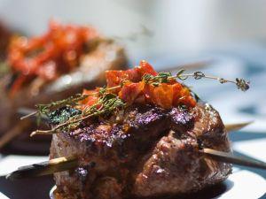 Gegrilltes Lamm mit Tomaten Rezept