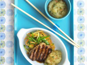 Gegrilltes Schweinesteak mit würzigem Apfelkompott und Gemüse Rezept