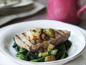 Gegrilltes Thunfischsteak auf Blattspinat Rezept