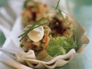 Gehackter Matjes auf Kartoffel mit Rahmklecks Rezept