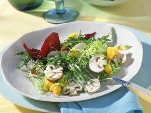 Gemischter Blattsalat mit Champignons und Mango-Chili-Salsa Rezept