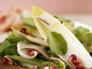 Gemischter Salat mit Granatapfeldressing Rezept
