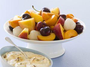 Gemischtes Obst mit Honig-Nuss-Joghurt Rezept