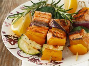 Gemüse-Fisch-Spiesse vom Grill Rezept