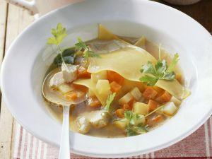 Gemüse-Geflügel-Suppe mit Lasagneblättern Rezept