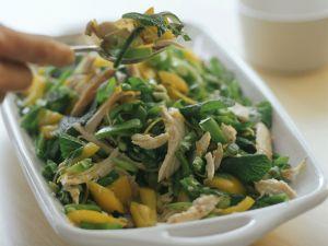Gemüse-Hähnchen-Salat mit Minze Rezept