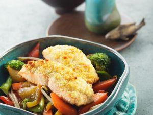 Gemüse mit überbackenem Lachs Rezept
