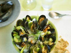 Gemüse-Muschel-Suppe mit Stachelbeeren Rezept