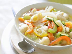 Gemüse-Nudel-Suppe Rezept