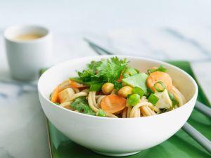Gemüse-Nudeln mit Nüssen Rezept