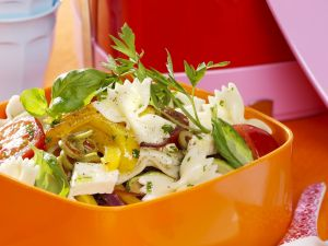Gemüse-Nudelsalat mit Feta Rezept
