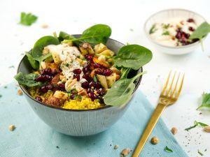 Gemüse-Quinoa-Bowl mit Erdnuss-Dip Rezept