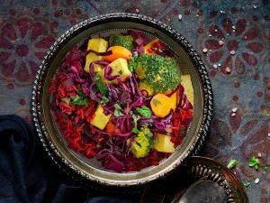 Gemüse-Tofu-Curry mit Rotkohlstreifen und Rote-Bete-Reis Rezept
