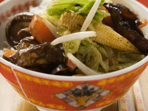 Gemüse und Pilze im Wok gebraten Rezept