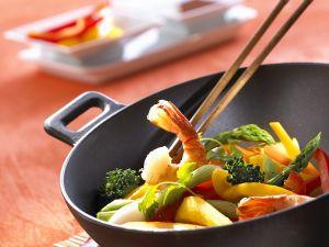 Gemüse-Wok mit Garnelen Rezept