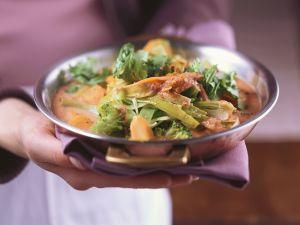Gemüsecurry mit Mandeln Rezept