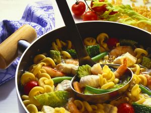 Gemüseeintopf mit Nudeln und Kabeljau Rezept