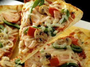 Gemüsepizza mit Pute Rezept