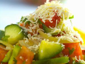 Gemüsesalat mit Feta auf bulgarische Art Rezept