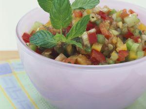 Gemüsesalat mit Gurke und Paprika Rezept