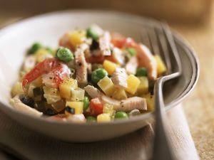 Gemüsesalat mit Hühnchen und Garnelen Rezept