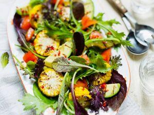 Gemüsesalat mit Kräutern Rezept