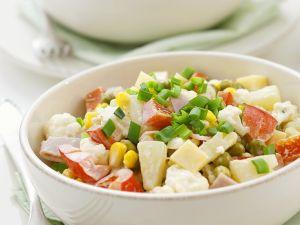 Gemüsesalat mit Schinken, Käse und Obst Rezept