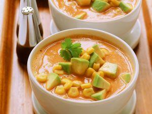 Gemüsesuppe mit Avocado Rezept