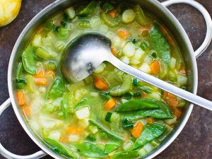 Gemüsesuppe mit Basilikum, Parmesan und Zitrone Rezept