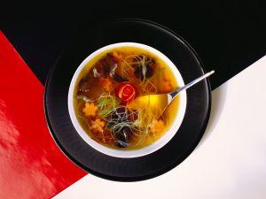 Gemüsesuppe mit Glasnudeln Rezept