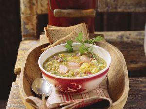 Gemüsesuppe mit Katenschinken und Würstchen Rezept