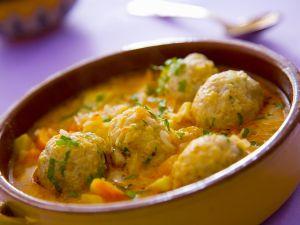 Gemüsesuppe mit Reis-Hackfleischbällchen Rezept