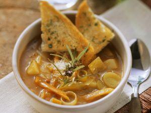 Gemüsesuppe mit Röstbrot Rezept