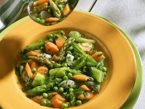 Gemüsesuppe mit Spargel und Erbsen Rezept